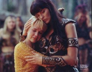 Xena-y-Gabrielle-abrazadas